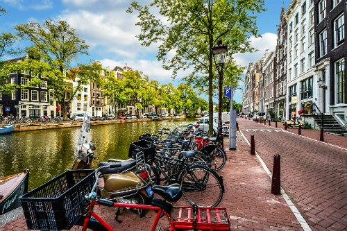 Amsterdam i Bruksela